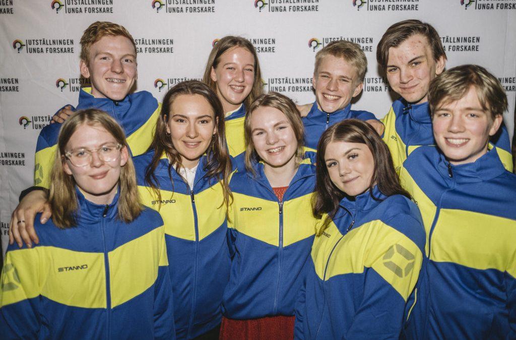 Två elever från VRG Odenplan står som vinnare i utställningen Unga Forskare