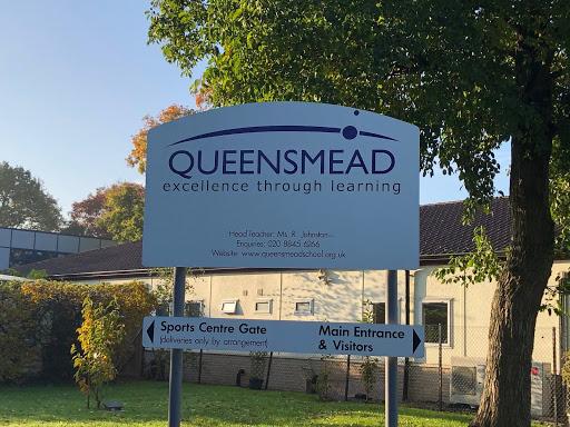 Jobbskuggning på Queensmead school i London